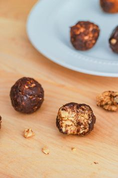 Healthy Peanut Butter Chocolate Energy Bites - 5 ingredients (including ground flax)