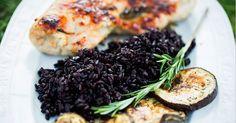 Unser Rezept für Gefüllte Hähnchenbrust besticht mit Würze, Frische, Farbe und Biss. Und das Beste: es eignet sich perfekt zum Grillen.