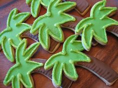 Tropical palm tree cookies for a luau party by Whipped Bakeshop in Philadelphia. Hand-decorated and baked from scratch. Luau Cookies, Iced Sugar Cookies, Tree Cookies, Summer Cookies, Galletas Cookies, Royal Icing Cookies, Cupcake Cookies, Cupcakes, Monkey Cookies