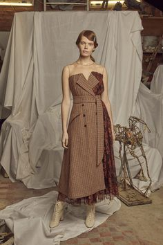 Alena Akhmadullina Fall 2019 Ready-to-Wear Fashion Show Collection: See the complete Alena Akhmadullina Fall 2019 Ready-to-Wear collection. Look 43 Runway Fashion, Fashion Models, Womens Fashion, Fashion Tips, Fashion Design, Fashion Trends, Fall Fashion, Fashion Games, Style Fashion