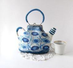 Felted teapot purse Blue white handbag by galafilc Wet Felting, Needle Felting, Handmade Bags, Handmade Items, Frame Purse, Craft Bags, White Handbag, Felt Art, Zipper Bags