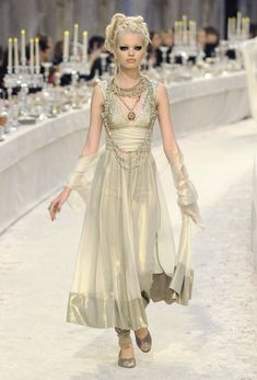 Chanel Parigi - Pre-Fall 2012 2013 - Shows - Vogue. Fashion Moda, Runway Fashion, High Fashion, Paris Fashion, Beautiful Gowns, Beautiful Outfits, Karl Otto, Formal Casual, Karl Lagerfeld