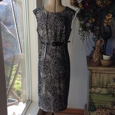 CALVIN KLEIN-DRESS-SIZE 4 Beautiful Calvin Klein dress-like new-no flaws-absolutely gorgeous-black and tan-thick-would be great with a jacket and boots Calvin Klein Dresses Midi
