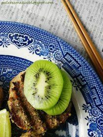 Paleta Smaku: Zielono mi - grillowane burgery w aromatycznej panierce z przypraw podane z owocami kiwi Kiwi, Grilling, Tableware, Kitchen, Dinnerware, Cooking, Tablewares, Kitchens, Place Settings
