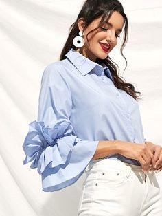 Blue Fashion, Hijab Fashion, Fashion Dresses, Girl Fashion, Sleeves Designs For Dresses, Sleeve Designs, Iranian Women Fashion, Sewing Blouses, Blue Summer Dresses