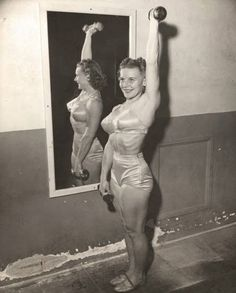 """When Abbye Eville wanted to shed some pounds, her then-boyfriend Les Stockton encouraged her to lift weights at Santa Monica's Muscle Beach. She soon became known as """"Queen of the Barbelles"""" & became the poster-girl for fitness. In the she organize Santa Monica, All Women Gym, Sport Studio, Muscle Beach, Muscular Women, Big Muscles, You Fitness, Retro Fitness, Fitness Women"""