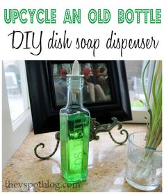 Upcycle an old bottle: DIY dish soap dispenser Olive Oil Bottles, Bottles And Jars, Glass Bottles, Perfume Bottles, Dish Soap Dispenser, Soap Dispensers, Fun Wine Glasses, Personalized Wine Glasses, Personalized Wedding