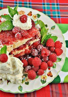 Rattlebridge Farm: The Novel Bakers Present Nigella Christmas. Delicious and Beautiful No-Bake 5 Minute Dessert!