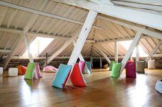 Pousada de Juventude de Guimarães #guimaraes #mindfulness #relax #peace #youthhostels #wheretostay #portugal Loft, Bed, Portugal, Relax, Mindfulness, Peace, Furniture, Home Decor, Youth