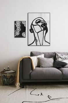 Pair black and white line art with skewed photography for a bold and contemporary statement above your sofa. Black And White Lines, White Art, Art Pour Salon, Black Sofa, Living Room Art, Cranberries, Pecans, Decoration, Photography