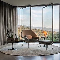 Saarinen Womb Chair and Ottoman Living Room Interior, Interior Design Living Room, Modern Furniture, Furniture Design, Wood Furniture, Furniture Ideas, Womb Chair, Corner Seating, Corner Sofa