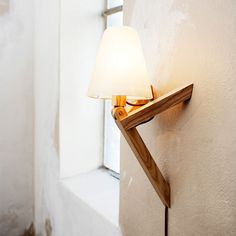 Spiff Bord/Vägglampa, Vit/Trä - Lars Olav Dybdal & Wilhelm Grieg Teisner - Northern Lighting - RoyalDesign.se