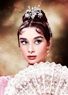 Find images and videos about diva, hollywood and audrey hepburn on We Heart It - the app to get lost in what you love. Golden Age Of Hollywood, Hollywood Glamour, Old Hollywood, Hollywood Images, Hollywood Divas, Hollywood Icons, Classic Hollywood, Timeless Beauty, Classic Beauty