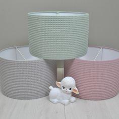 Wafelstof hanglampen voor de babykamer. Oud groen, grijs en oud roze.  #babykamer #inspiratie #wafel #woolylamb #oudgroen #oudroze #grijs