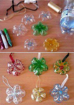 Até fundos de garrafa PET podem ser aproveitados como enfeites para a sua árvore de Natal.