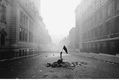 Rue Saint-Jacques, Paris, 10 juin 1968 (c) Fondation Gilles Caron Celebrity Photography, War Photography, Types Of Photography, Marc Riboud, Marie Curie, Mahatma Gandhi, Montpellier, Gilles Caron, Mai 68