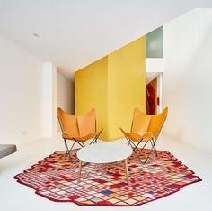 La propriétaire a acheté cet appartement délabré dans le quartier Raval de Barcelone. La particularité du lieu provient de ses peintures, en effet trois co