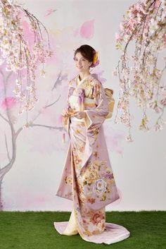 Traditional Japanese Kimono, Traditional Fashion, Traditional Dresses, Japanese Kimono Dress, Kimono Japan, Wedding Kimono, Japanese Wedding, Weeding Dress, Japanese Outfits