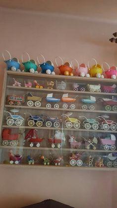 Collection of baby strollers Vintage Pram, Vintage Dolls, Baby Doll Furniture, Barbie Kids, Dolls Prams, Toy Display, Vintage Nursery, Polymer Clay Miniatures, Tiny Dolls