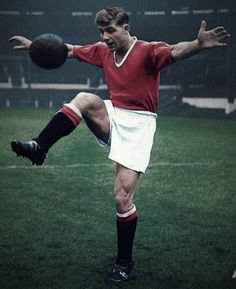 Soccer Tips. One of the greatest sporting events on this planet is soccer, generally known as football in a lot of nations around the world. Football Is Life, World Football, School Football, Football Players, Football Kits, Duncan Edwards, Man Utd Squad, Man Utd Fc, Manchester United Legends