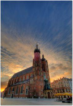 Kosciol Mariacki, Krakow - Poland Great Places, Places To See, Places Ive Been, Beautiful Places, Krakow Poland, Bucket List Destinations, Christian Church, Jet Plane, Iglesias