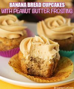 Banana Bread Cupcakes with Peanut Butter Cream Cheese Frosting! #cupcakes #peanutbutter #dessert