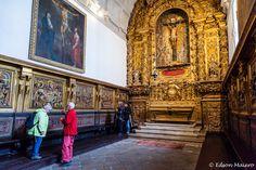 Catedral da Sé: Capela de São Vicente, construída no fim do século 16. O cadeiral é do século 17 e na parede temos quadros retratando o antigo e o novo testamento.