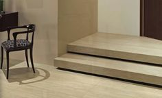 Ob als Treppe im Außenbereich oder für Treppen im Innenbereich. Treppenfliesen sorgen dafür, dass der optische Gesamteindruck einer Treppe erheblich verbessert wird und verleihen Ihrem Zuhause mehr Glanz als eine herkömmliche Holztreppe. Denn Fliesen gibt es in vielen verschiedenen Farben, Materialien und Formen.