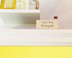 Para quem ama palavras e decoração minimalista e nostálgica, vale conferir as nossas novidades: adornos em madeira com frases inspiradoras!  #poire #decor