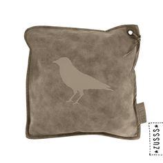 Zusss | Kussen leer vogel | http://www.zusss.nl/product/kussen-leer-vogel/