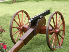 Beautiful cannon built by Harry Anderson, Pleasantville, TN. Outdoor Shooting Range, Harry Anderson, Reloading Bench, Deer Hunting Blinds, Kayaking Gear, Cubby Houses, Traditional Archery, Wagon Wheel, Turkey Hunting