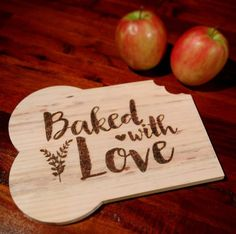 """Cutting Board """"Baked with Love"""" van Fabriecage op Etsy. Perfect gift for any occasion!"""