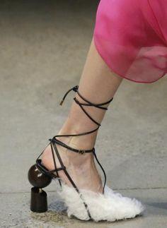 6 Warm Cool Ideas: Running Shoes Marathon fall shoes with socks.Fall Shoes With Dress shoes wedges brown. Sneakers Vintage, Vintage Shoes, Shoes 2018, Prom Shoes, Cool Ideas, Fall Shoes, New Shoes, Summer Shoes, Jordan Shoes