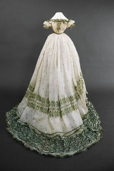 Copy of this dress made for the Sisi Museum of Vienna. She wore this gown at her farewell to Bavaria, April 20, 1854. Dress and shawl were entrusted to the Institute of Arabic Language at the University of Vienna. It is in fact a «Tugra» an ancient seal of Sultan which translates: «Oh Lord, what a beautiful dream».