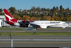 Qantas VH-XZJ Boeing 737-838 aircraft picture