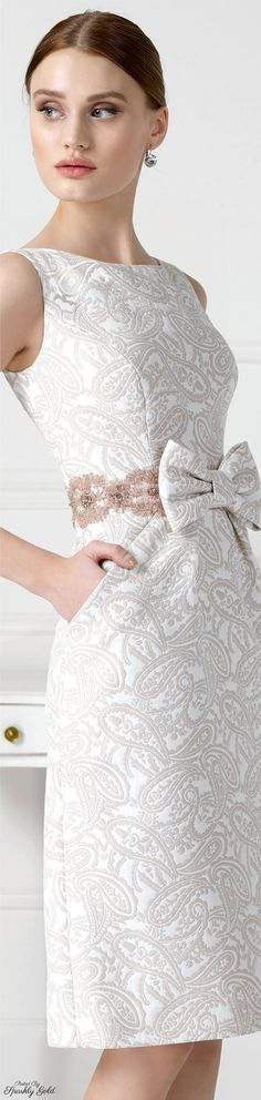 An adorable bow finishes this vintage package. JOIN ME AT http://www.thevintagelighthouse.com/ Aire Barcelona 2016