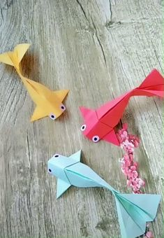 Origami Goldfish, Origami Fish Easy, Origami Parrot, How To Do Origami, Paper Crafts Origami, Paper Crafts For Kids, Oragami, Asian Crafts, Fish Crafts