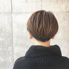 Short Layer Cut, Short Layers, Short Hairstyles For Women, Cool Hairstyles, Hairstyle Men, Girl Standing, Girl Short Hair, New Hair, Short Hair Styles