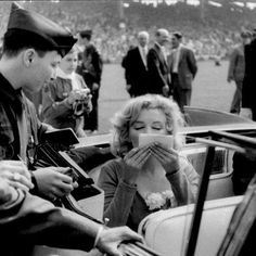 Marilyn Monroe at Ebbets Field. Hollywood Celebrities, Hollywood Actresses, Old Hollywood, Norma Jean Marilyn Monroe, Marilyn Monroe Photos, Mae West, Photos Rares, Believe, Joe Dimaggio