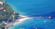 Biển Côn Đảo thơ mộng, Sự thanh bình và yên tĩnh ở Côn Đảo sẽ là nơi thích hợp cho những ai muốn được thư giãn trong một không gian xanh-sạch-đẹp, trải nghiệm một cuộc sống chậm, thoát khỏi sự ồn ào và những thói quen thường ngày. Đến đây, bạn sẽ gặp biển xanh, cát trắng, những con đường đẹp như tranh hầu như không có bóng người, đối lập với sự quá tải khách du lịch ở Vũng Tàu, Nha Trang, Mũi Né, Phú Quốc