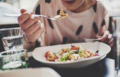 ¿Cuántas calorías es SALudable consumir al día? Halla la respuesta en: http://www.sal.pr/2015/10/15/cuantas-calorias-es-saludable-consumir-al-dia/