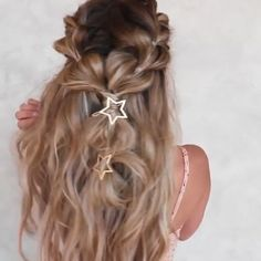 Half- up style ⭐️ This is so stunning for hot summer. Amazing work by @hairby_chrissy #tutorial #videos #braidvideo #hairstyle #bubblebraid #doublebraid #hairgoals #hairinspo #fashion #summerhairstyle #summer #halfupstyle #updo #upstyle