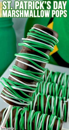 Patrick's Day Marshmallow Pops - marshmallows on a stick covered with chocolate and decorated with Green and White candy melts. Gluten Free Marshmallows, Recipes With Marshmallows, Marshmallow Desserts, Marshmallow Pops, Green Candy, Pink Candy, Cut Out Cookies, Cupcake Cookies, Cupcakes