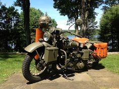 What a sweet ride! Harley Davidson Wla, Military Photos, Motor Company, Motorcycle Bike, Stuffed Hot Peppers, Bobber, Scale Models, Old School, Going Out