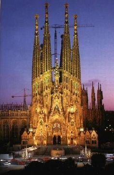 Pictures of this phenomenal building never get old... Antonio Gaudi La Familia Sagrada Barcelona