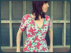 Cal Joan y más: CC UNA CAMISETA JOANIX (DIA 1) Floral Tops, Sewing, Women, Fashion, Patterns, Jackets, Fabrics, T Shirts, Great Ideas