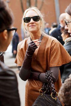 On the Street….Before Giorgio Armani, Milano « The Sartorialist Paris Street Fashion, Nyfw Street Style, Street Style Summer, Milan Fashion Weeks, Casual Street Style, New York Fashion, London Fashion, Street Styles, Style Fashion