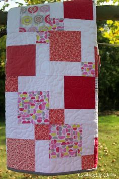 Lollipop Baby Quilt - Disappearing Nine Patch - Links to more pictures of quilting and details. Disappearing Nine Patch, Nine Patch Quilt, 9 Square, Square Quilt, Layer Cake Quilts, Scrap Quilt Patterns, Quilt Designs, Easy Quilts, Different Patterns
