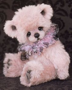 ♥♥♥ I am in love with this bear!  I wish I could make instill such life into one of my pieces!