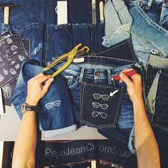 "Manuel Ordovás of ""My PeepToes"" blog, visits our #PepeJeansCustomStudio #PepeLoveBloggers"